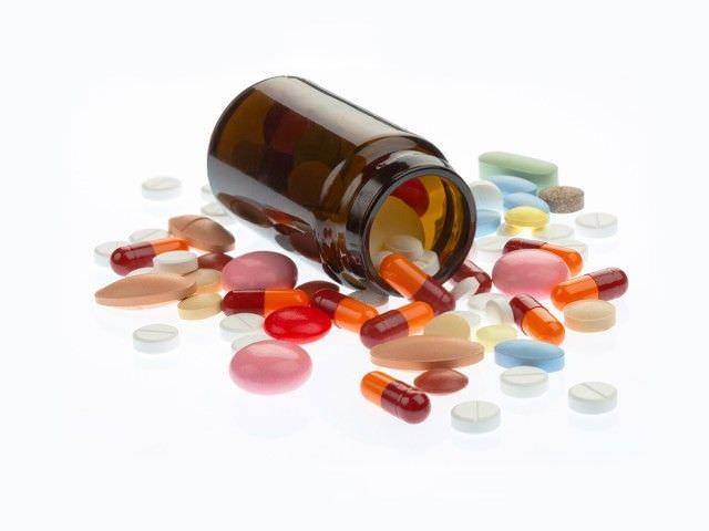 Если отходит мокрота без кашля, либо, напротив, кашель не сопровождается выделением слизи, необходимо принимать медикаментозные препараты, минимизирующие патологические процессы в органах дыхания