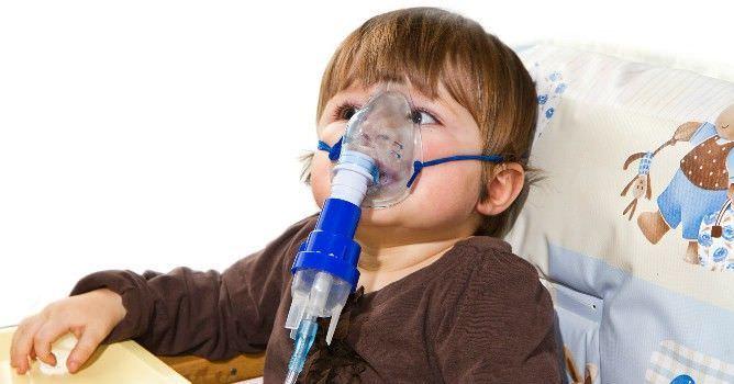 Использование небулайзера при лечении лающего кашля у ребенка