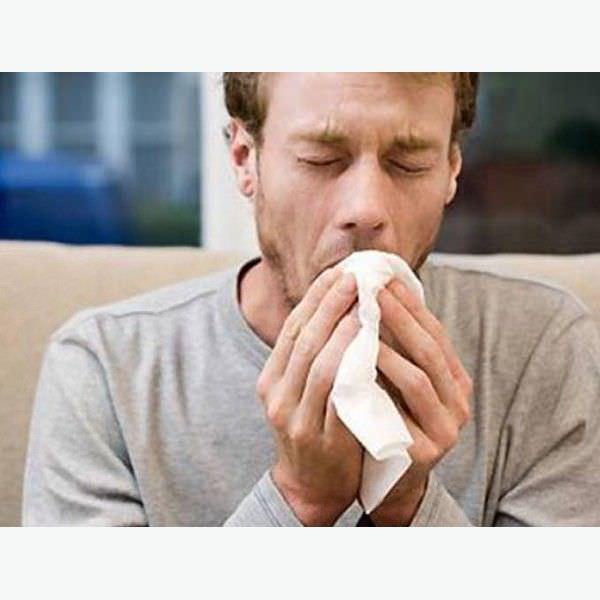 Кашель с кровью может быть и признаком поражения легких при длительном курении.