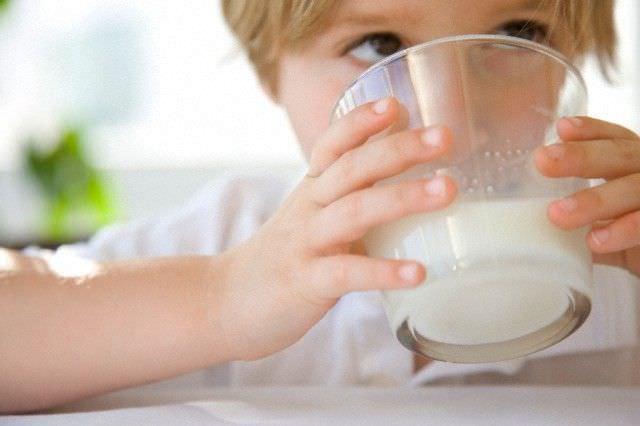 Молоко – полезный продукт для ребенка