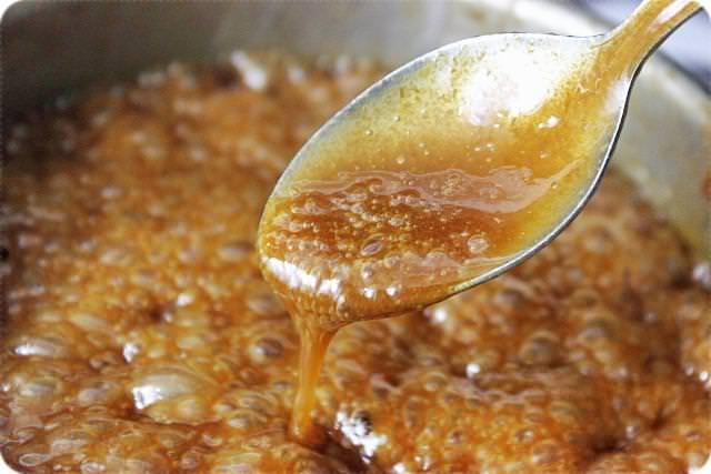 Можно приготовить лук с сахаром, рецепт от кашля в этом случае менее вкусный, но более полезный.