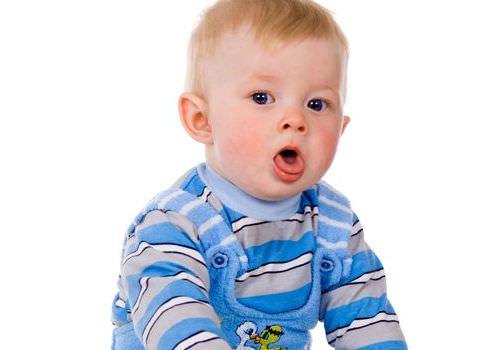 Нередко кашель появляется при прорезывании зубов