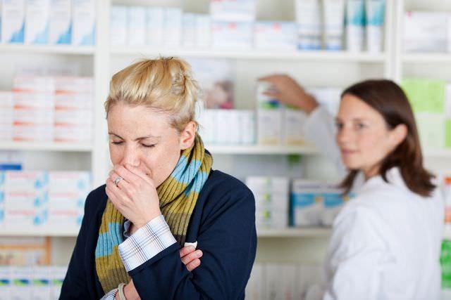 Основная причина сухого кашля - поражение организма инфекциями и вирусами.