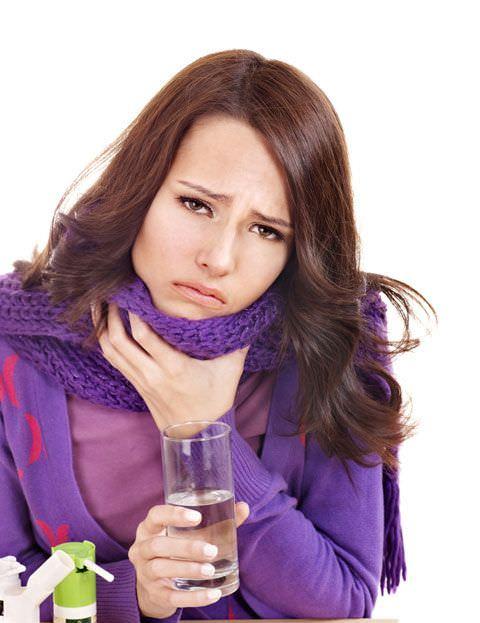 Первые признаки простуды: першение в горле и кашель