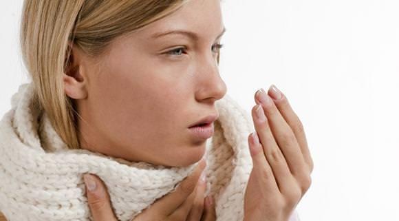 При головных болях допускается прием легких обезболивающих средств.