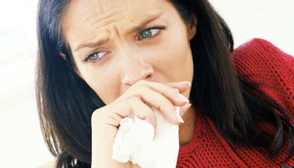 Сухой кашель и дерет горло – признак вирусной инфекции