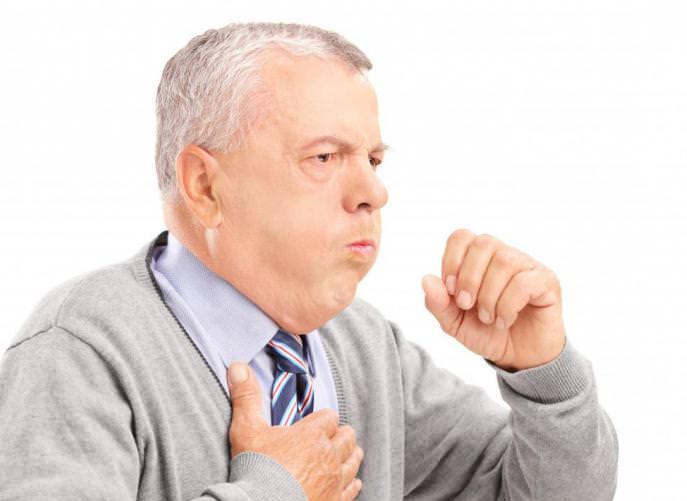 Сердечный кашель чаще беспокоит людей среднего возраста