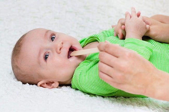 Как лечить горло у малыша народными средствами