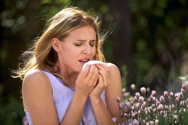 Аллергический кашель зачастую обостряется в весенне-летний период
