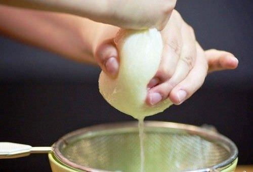 Быстро и эффективно избавит от простуды и от кашля мед с луком