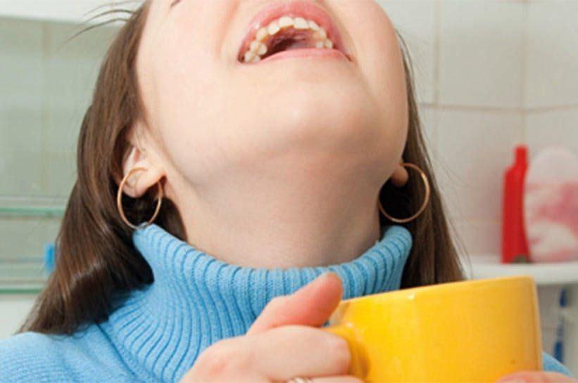Чем полоскать горло при сухом кашле лучше всех рекомендует только врач