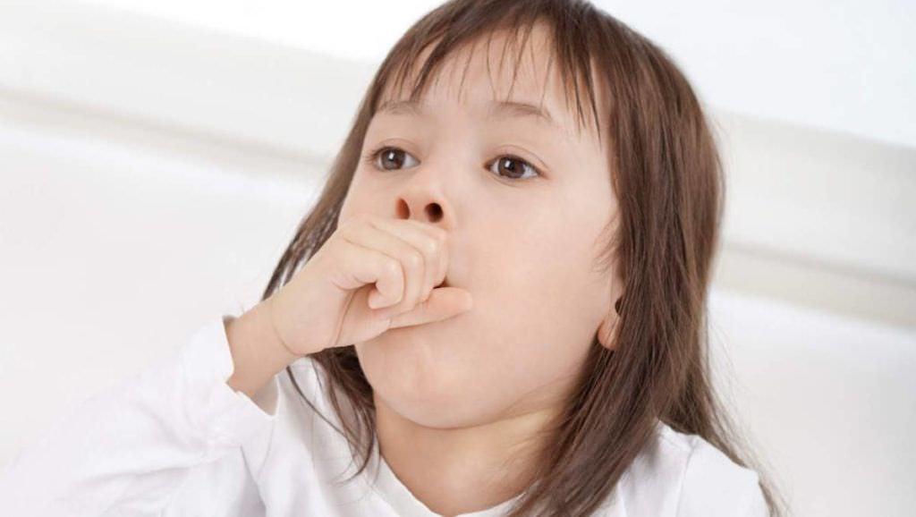 Чтобы быстро избавить ребенка от кашля необходимо знать причину его возникновения и устранить все факторы, усугубляющие раздражение кашлевых рецепторов (фото)