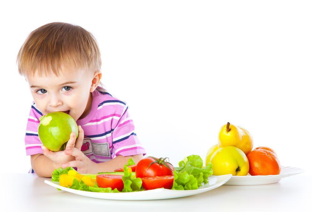 Чтобы крохи меньше болели, необходимо укреплять их иммунитет. Поэтому пища для малышей должна быть разнообразной и сбалансированной, содержать полноценный набор витаминов, микро- и макроэлементов.