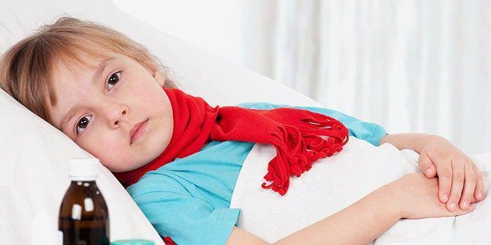 Фото. Лечение кашля у ребёнка с помощью компресса.