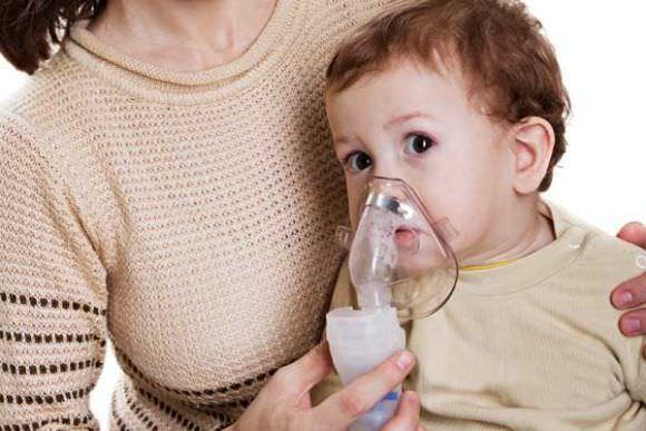 Ингаляции небулайзером при сухом кашле у детей проводят только взрослые