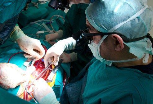 Иногда, при серьезных заболеваниях (например, при раке), операции на легких не избежать.