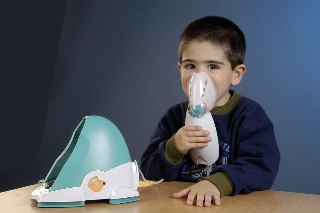 Как лечить кашель у ребенка с помощью небулайзера