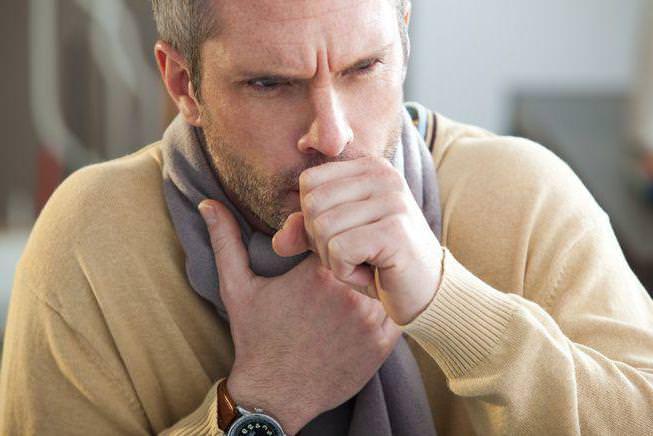 Кашель с мокротой – симптом многих заболеваний.