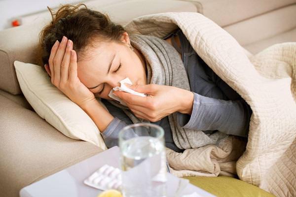 Лечение кашля и температуры включает прием спектра медикаментов