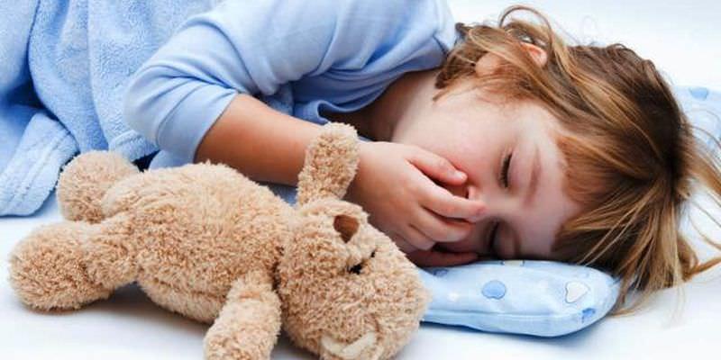 После трехлетнего возраста у детей значительно повышается частота и длительность вирусных инфекций и простуд, которые сопровождаются затяжным кашлем