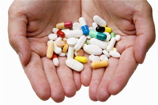 При инфекциях и воспалениях врач обычно назначает большое количество лекарств. Это и антибиотики, и обезболивающие, и противокашлевые, и витамины, и т. д. Главное, чтобы пациент заполнил и соблюдал, назначенную специалистом схему лечения!