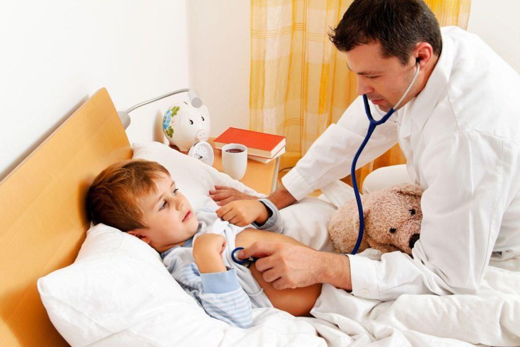 При кашле у маленьких детей – обязательно проконсультируйтесь со специалистом. Только он сможет поставить правильный диагноз и назначить адекватное лечение!