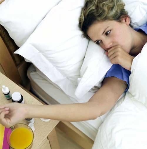 При кашле желательно соблюдать постельный режим.