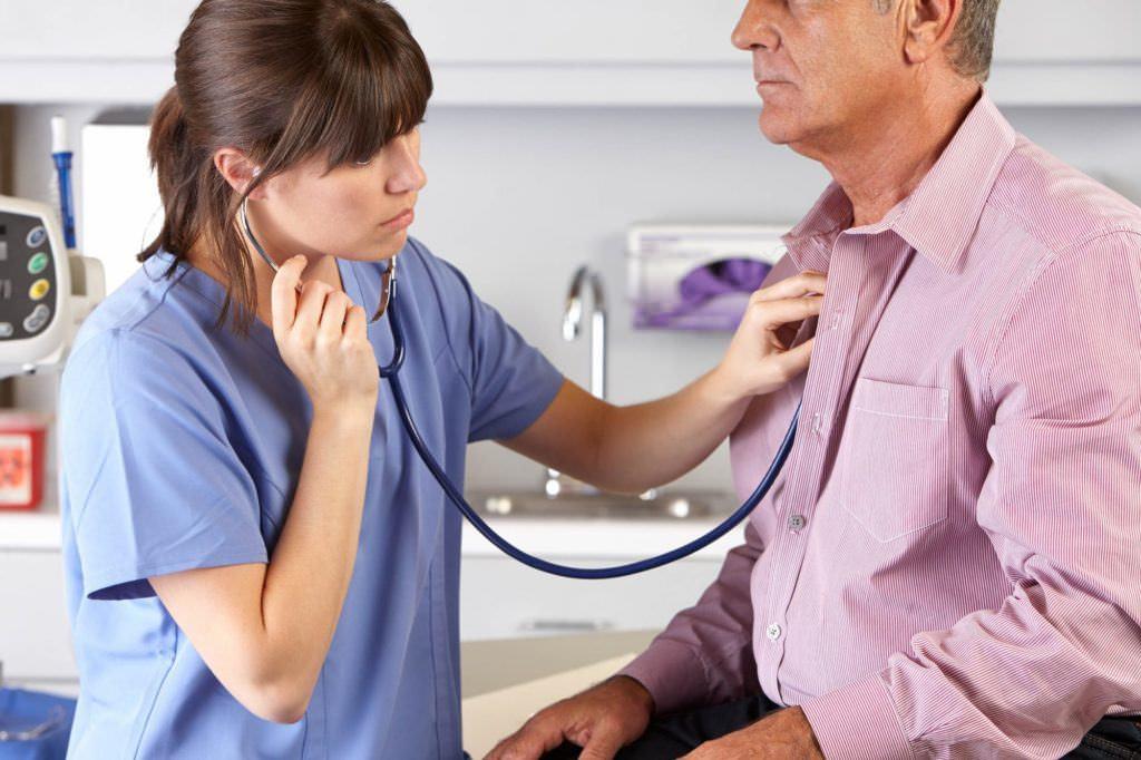 При многих заболеваниях дыхательной системы развивается сухой кашель – как остановить этот симптом, читайте в нашем руководстве.