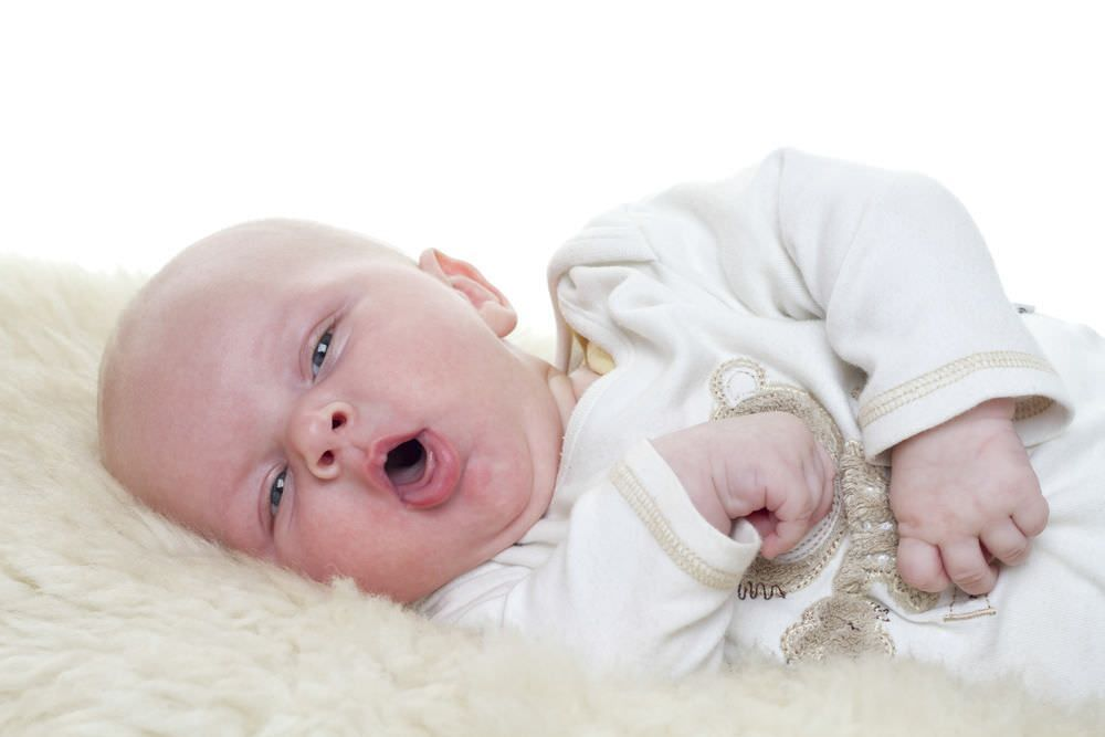 Причина ночного кашля у грудничков – прорезывание зубов