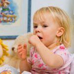 Приступообразный кашель у детей: лечим сами