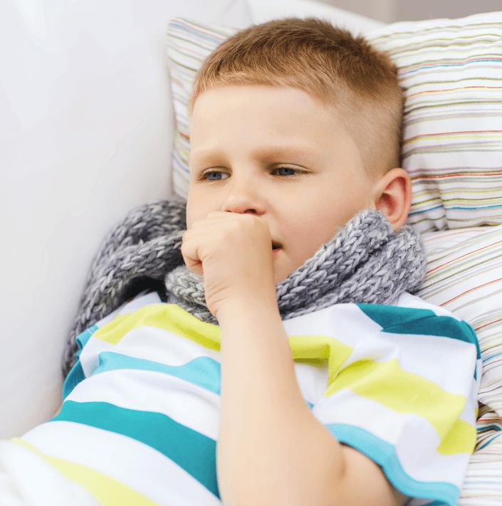 Как лечить насморк у детей и влажный кашель