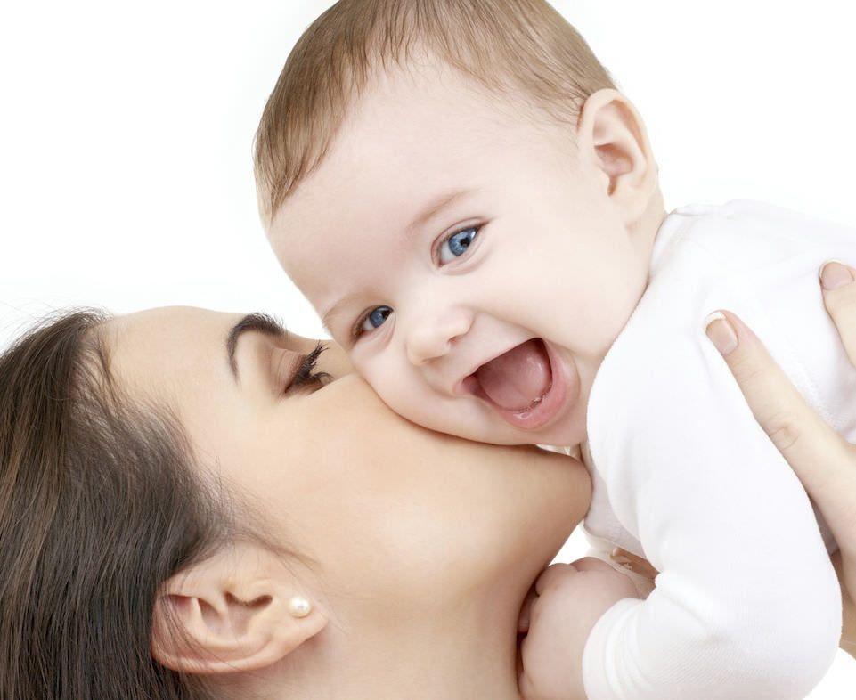 Счастливая мама — жизнерадостный малыш