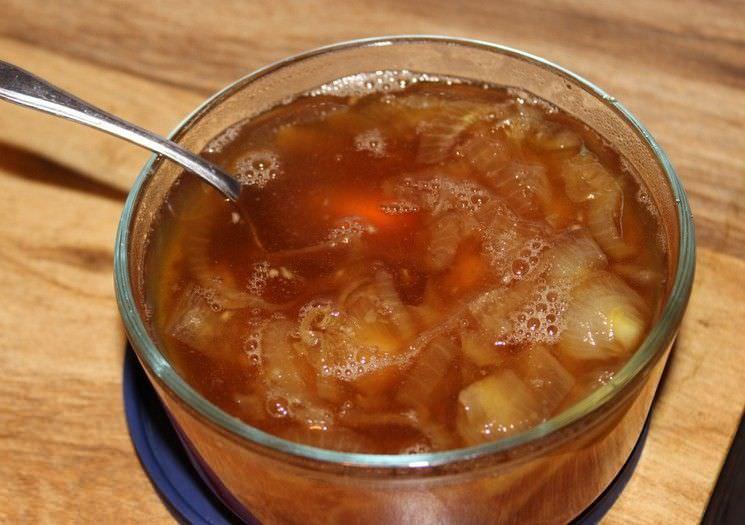 Сироп от кашля с медом, луком и сахаром