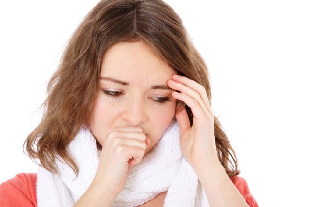 Сухой кашель - частый спутник простуды. Быстро победить болезнь и вернуться в строй поможет соблюдение рекомендаций опытных врачей.