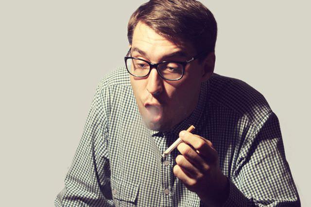 Тематическое фото для статьи о лечении кашля курильщика