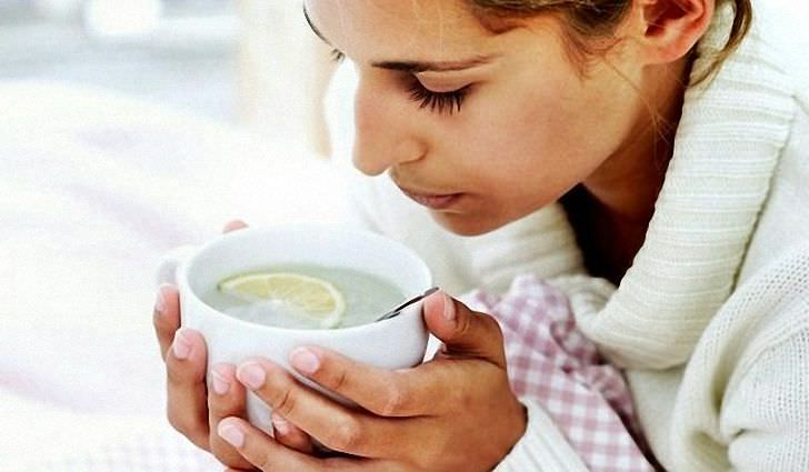 Употребление достаточного количества жидкости - важный этап в лечении кашля