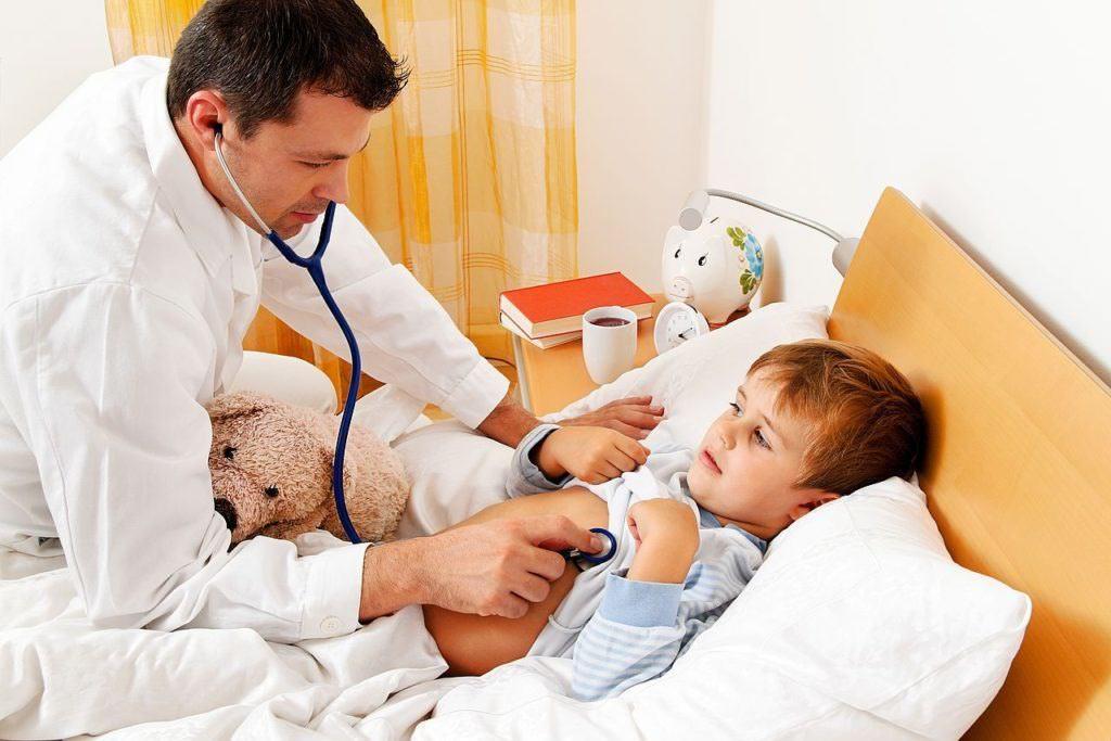 Чтобы поставить точный диагноз и назначить лечение стоит для крохи вызвать врача на дом.