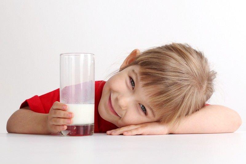 Перед применением молока с медом для лечения ребенка, нужно проконсультироваться со специалистом