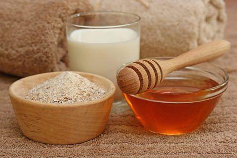 Мед и молоко - верные помощники в лечении кашля