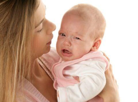 При кашлевых приступах у малыша нужно сразу обращаться к врачу