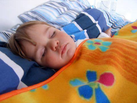Спокойный сон малыша может нарушить кашель