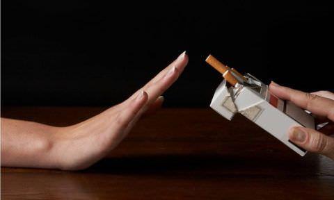 От курения лучше отказаться, чтобы избежать кашля