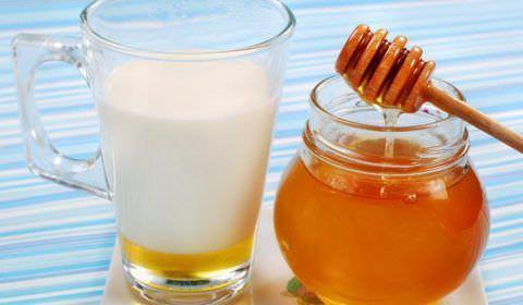 Молоко и мед - привычные с детства компоненты полезного напитка