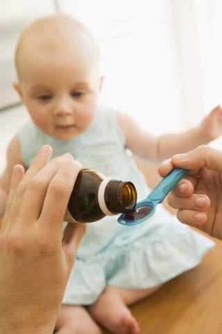 Сироп - удобная лекарственная форма для лечения маленького ребенка