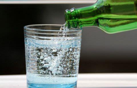 Давайте пить как можно больше минеральной воды без газа