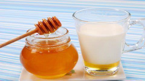 Используйте для лечения молоко и мед