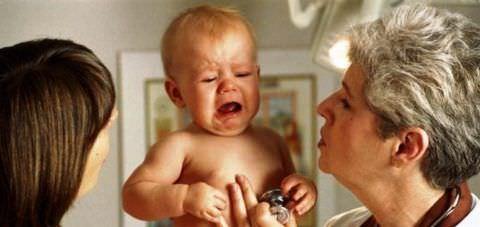 Кашель становится причиной плаксивости ребенка
