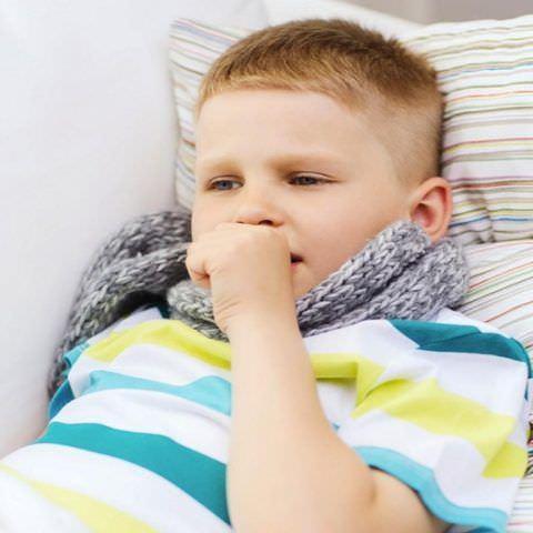 Обеспечьте больному ребенку постельный режим