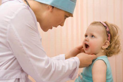 Обследованием ребенка занимается лечащий врач