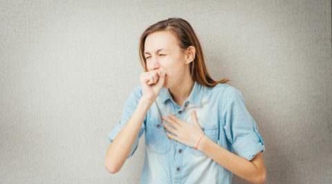 Сухой кашель - показание для назначения препаратов центрального действия